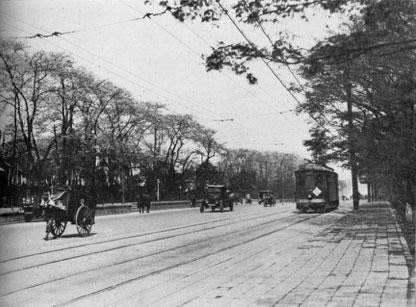 1931(昭和6)年 満開の桜が咲く内堀通り